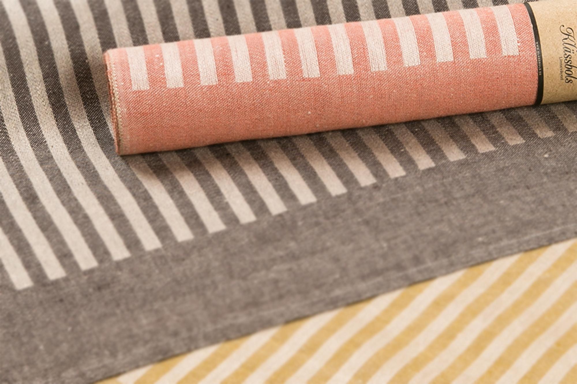 Anne bordslöpare design av Hanne Vedel sandvarp närbild