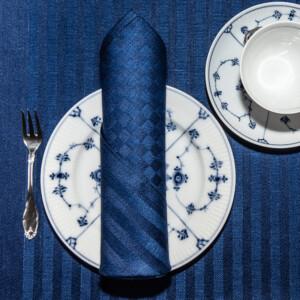 Blå ordern linne servetter tabletter på tallrik med kaffekopp Klässbols Linneväveri Hanne Vedel bordsdukning