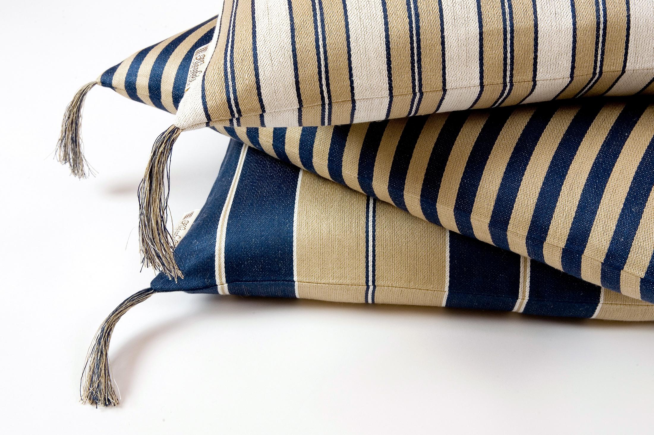 Bolster linnekuddar blå Klässbols Linneväveri design Lena Rahoult samlingsbild tofsar