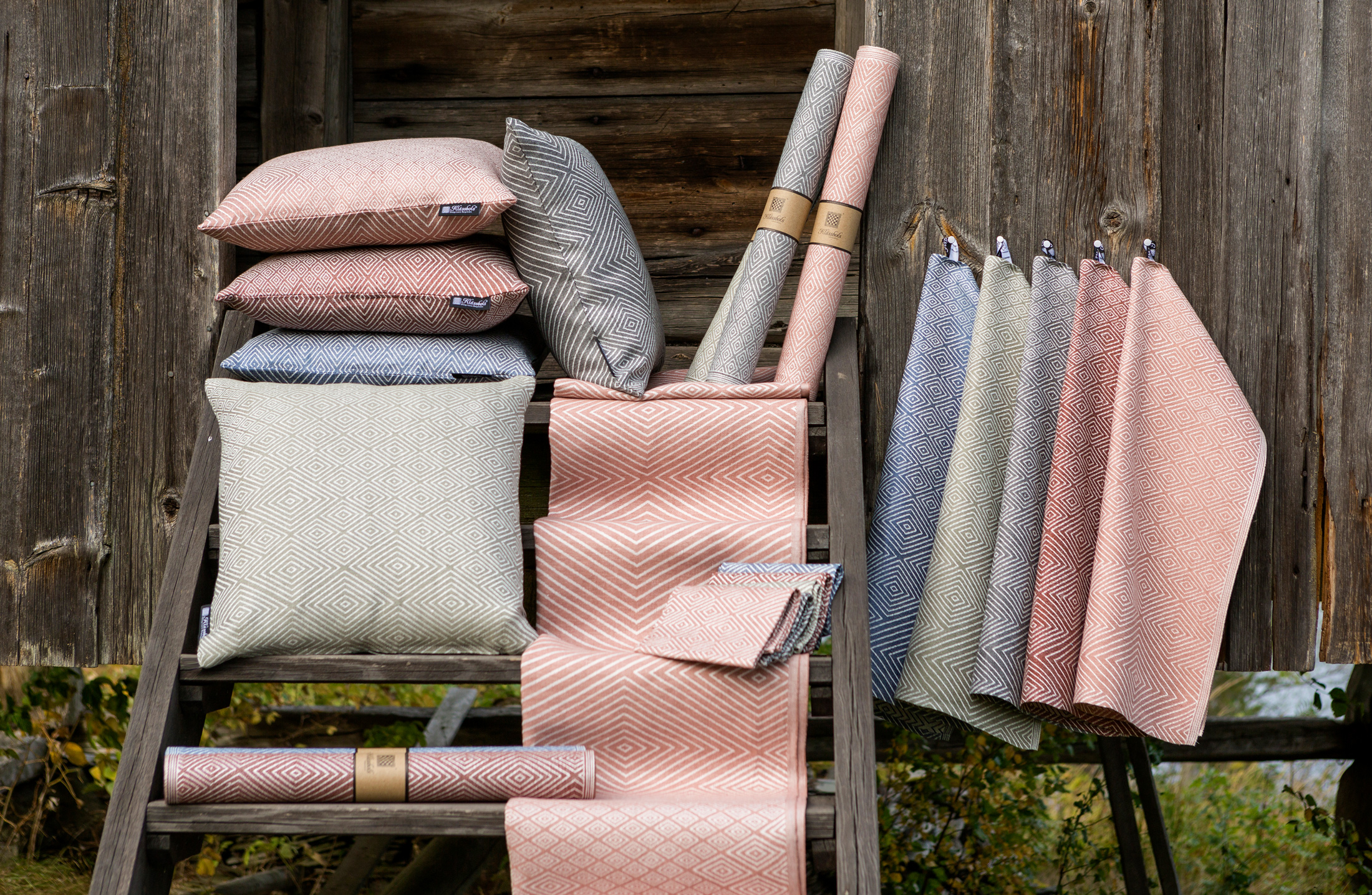 Gåsöga linprodukter duk löpare servetter kuddar handdukar nya färger Klässbols Linneväveri Margot Barolo Ulrika Mårtensson Stavnäs hembygdsgård