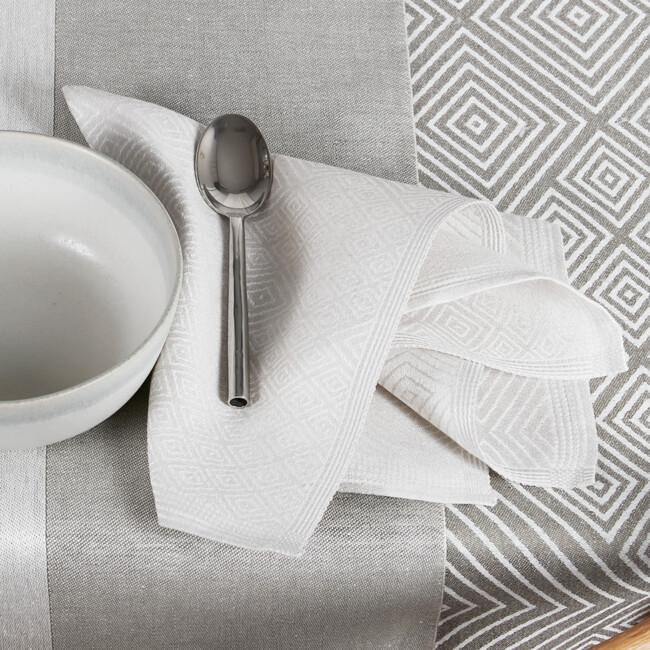Klässbols silvergrå servett och dimgrön linjal bordslöpare och Grafitgrå Gåsöga linneduk