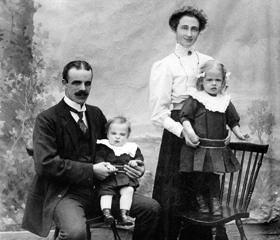 Hjalmar Johansson och Augusta Johansson Klässbols Linneväveri