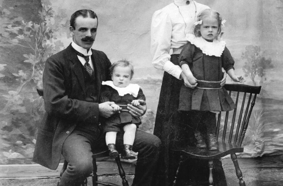 Hjalmar Johansson med Vitalis och Augusta