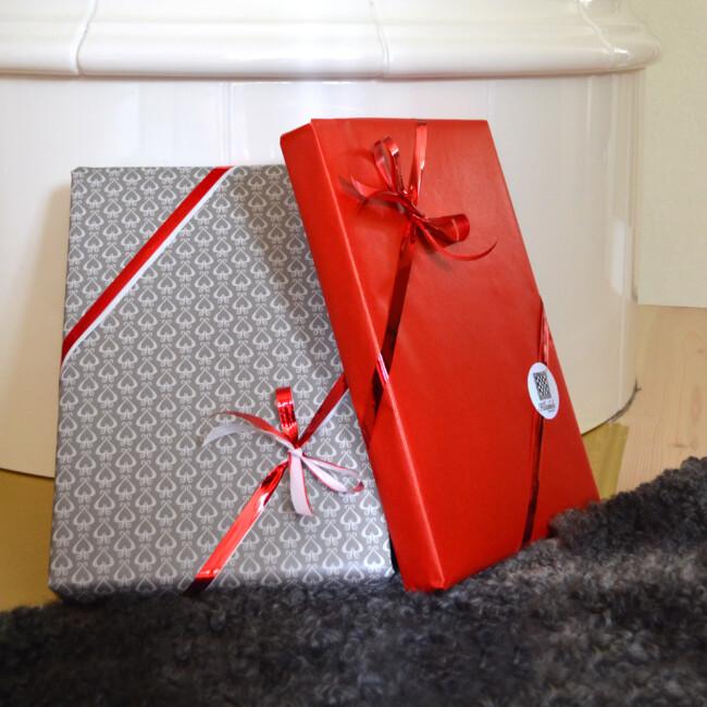 Inslagning av presenter eller julklappar Klässbols Linnevaäveri