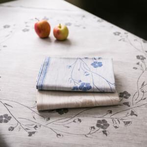 Linblommekrans linneduk Klässbols Linneväveri Ingela Berntsson svart blå oblekt med äpplen