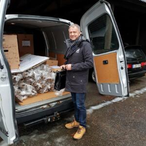 Bilen full av Nobeldukar och servetter Dick marknadschef Klässbols Linneväveri