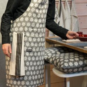 Skogsstjärna förkläde Klässbols Linneväveri hellinne Helena Bengtsson