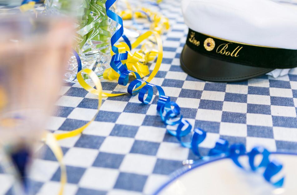 Student och skolavslutning Schackrutan linneduk i jeansblå Klässbols Linneväveri
