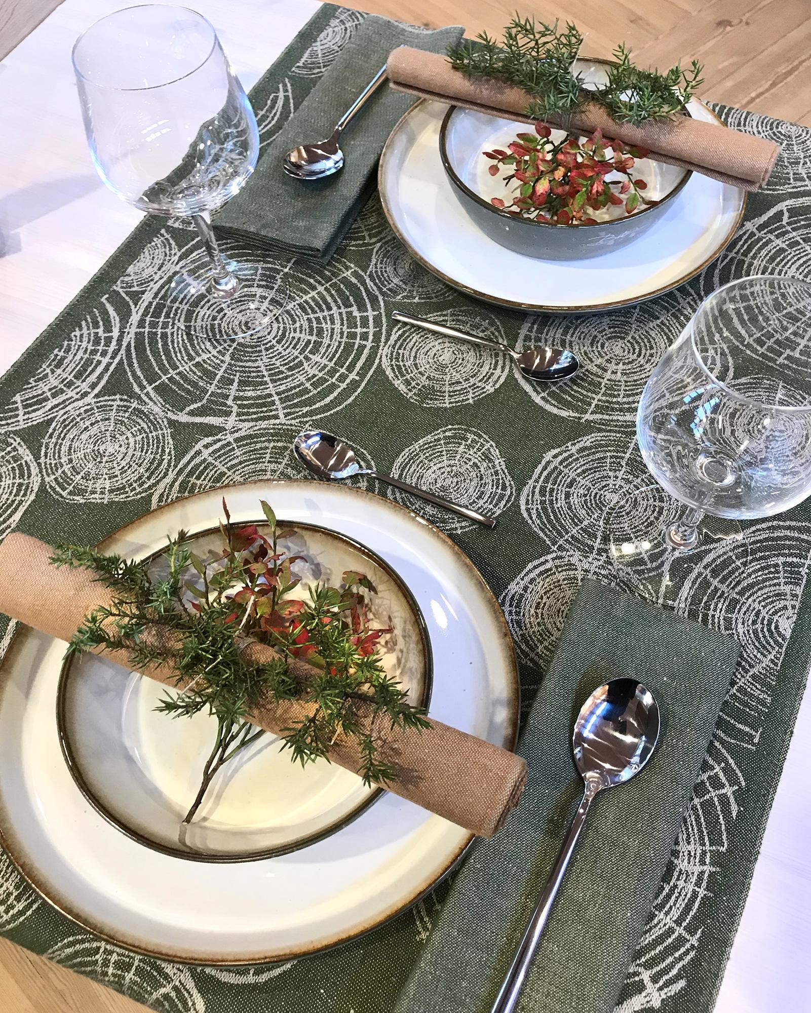 Timmervälta bordslöpare Mossgrön och rostbrun Satin servett