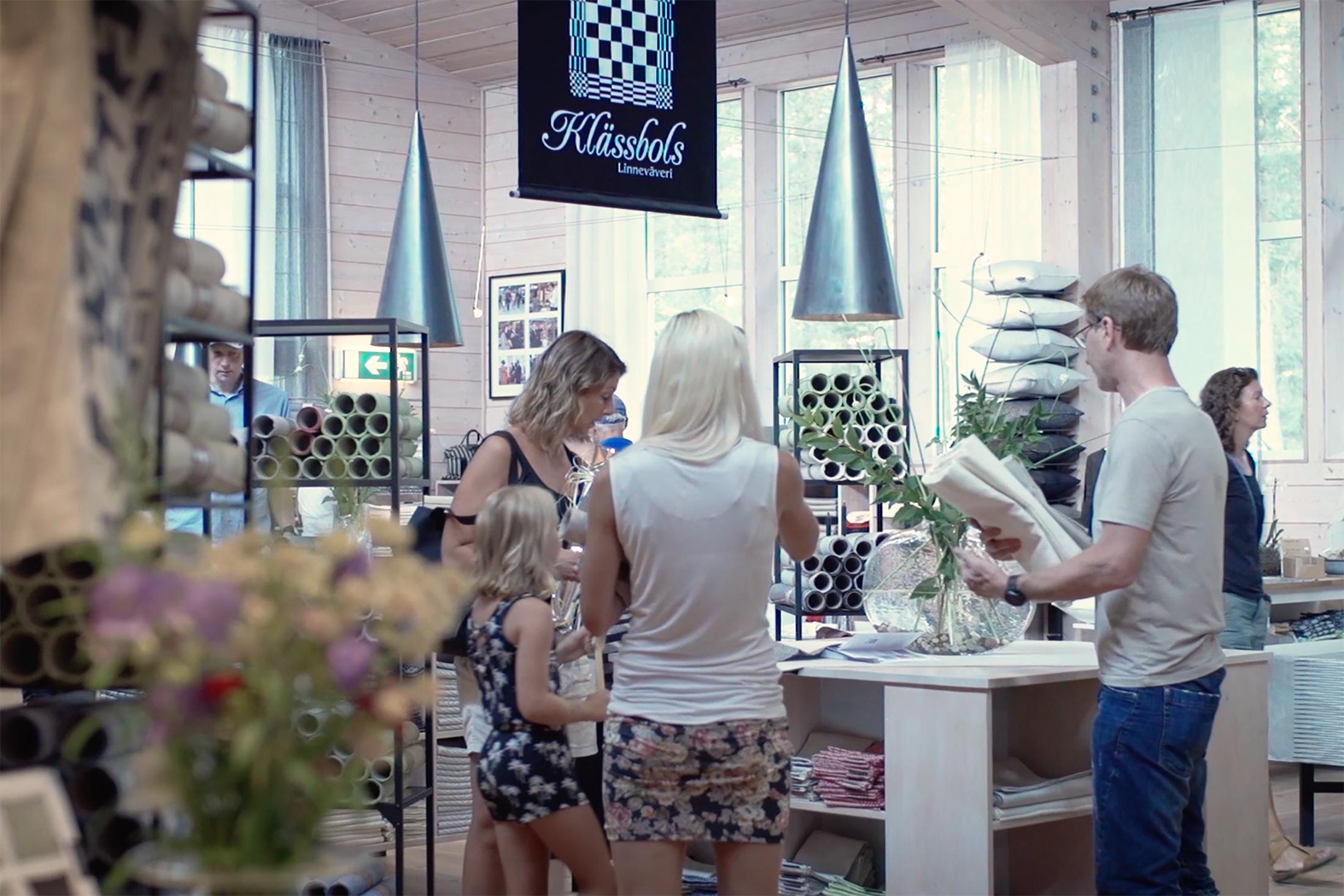 Butiken i Klässbol. Utdrag ur filmen om Klässbols Linneväveri besöksnäring i Värmland